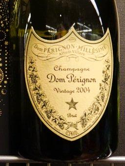Don Perignon 2004-го года. Цена 200 евро.