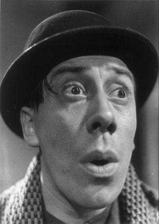 Fernandel était un acteur français célèbre pour ses mimiques d'une franche drôlerie
