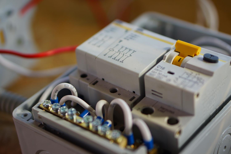 Контакторы для системы аварийного ввода резервного питания от аккумулятора